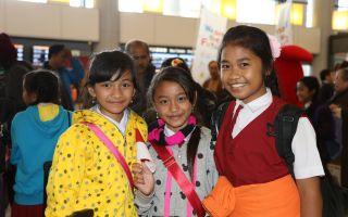 バリ島の子供達とアートで交流する